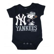 MLB Licensed New York Yankees Boys Snoopy Bodysuit Creeper Crawler