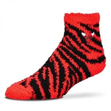 Chicago Bulls Fuzzy Striped Lounge Socks