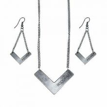 Wisconsin Badgers Chevron Necklace and Earrings Set